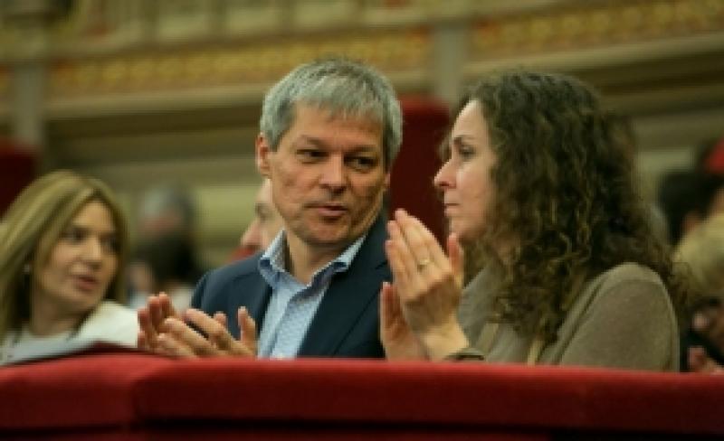 Dacian Cioloş şi soţia, implicaţi într-un accident rutier în judeţul Dâmboviţa!