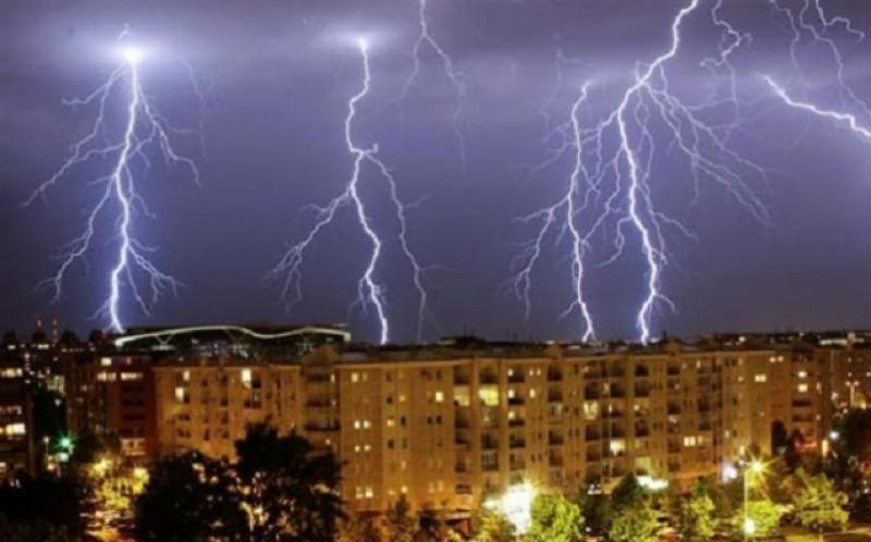 Atenţionare METEO de ultimă oră! Cod GALBEN şi PORTOCALIU de furtuni în toată ţara!