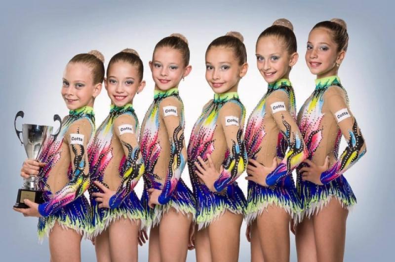 """Gimnastele de la ritmică au strălucit la """"Gemi Arad Trophy"""""""