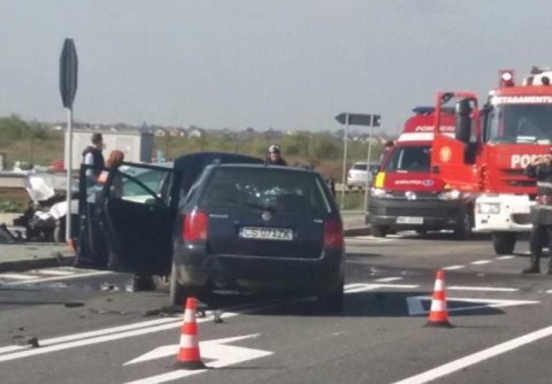 Grav accident de circulație, în care au fost implicate trei autoturisme !