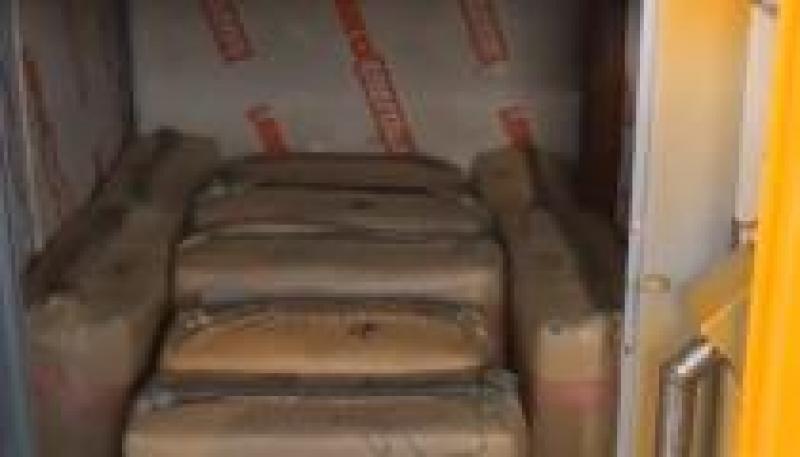 Doi români, prinși cu două tone de droguri în Franța