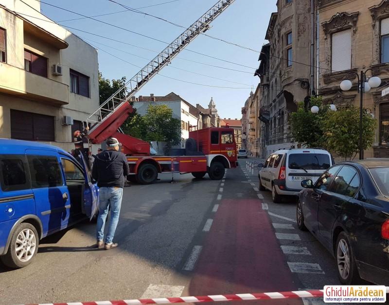 Pompierii arădeni au fost solicitați pe strada Episcopiei ! Dacă ai drum pe acolo ar fi bine să ocolești !
