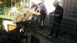 Pompierii arădeni au lucrat neîncetat și au remediat avariile provocate de furtună ! VEZI imagini impresionante