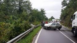 Grav accident de circulaţie la ieşirea din Gurahonţ! O maşină a ajuns cu roţile în sus pe calea ferată!