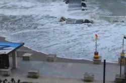 O plajă de pe litoralul românesc a fost înghițită de valuri !