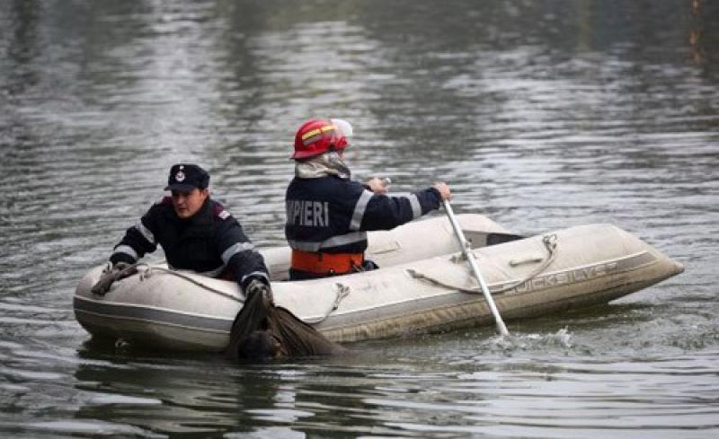 Un copil de 14 ani a căzut în lacul Doru de lângă pescăria din Pecica !