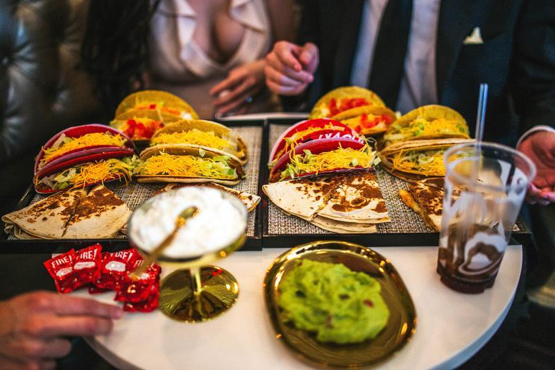 Astăzi se deschide primul restaurant Taco Bell din România