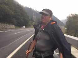 Un primar a mers pe jos 330 km in 11 zile. AFLA care a fost scopul acestui gest