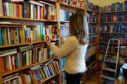 Sute de cărţi donate ajung la elevii şcolilor din judeţul Arad, prin intermediul Bibliotecii Judeţene A.D. Xenopol