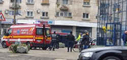 Bărbat prăbușit pe trotuar în stop cardio-respirator în Piața Spitalului