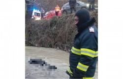 Cadavrul unui bărbat recuperat din râu între localităţile Chisindia şi Păi ...