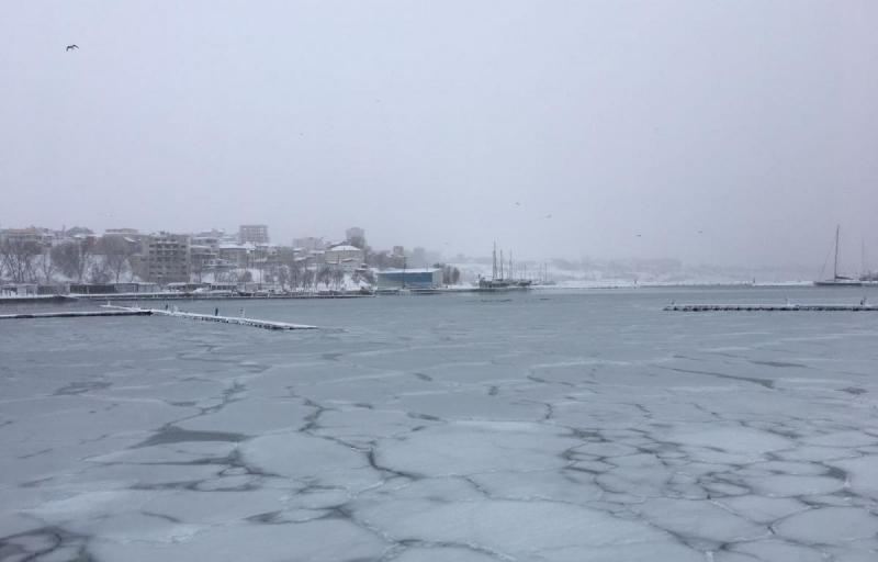 Gerul care s-a abătut peste România a îngheţat Marea Neagră. Imagini spectaculoase de pe litoral! (Foto/Video)