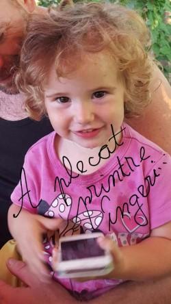FOTO ! O fetiță de numai doi ani a ars de vie, iar fratele ei de patru ani are nevoie de îngrijiri medicale!