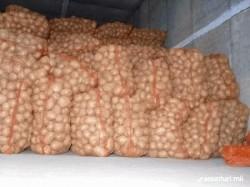 Transporta ilegal peste 4 tone de cartofi, prins de poliţişti pe Calea Timişorii