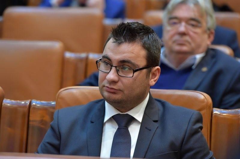 """Glad Varga (PNL): """" Solicit conducerii Camerei Deputaților să rezolve problema votului electronic din Parlament!"""""""
