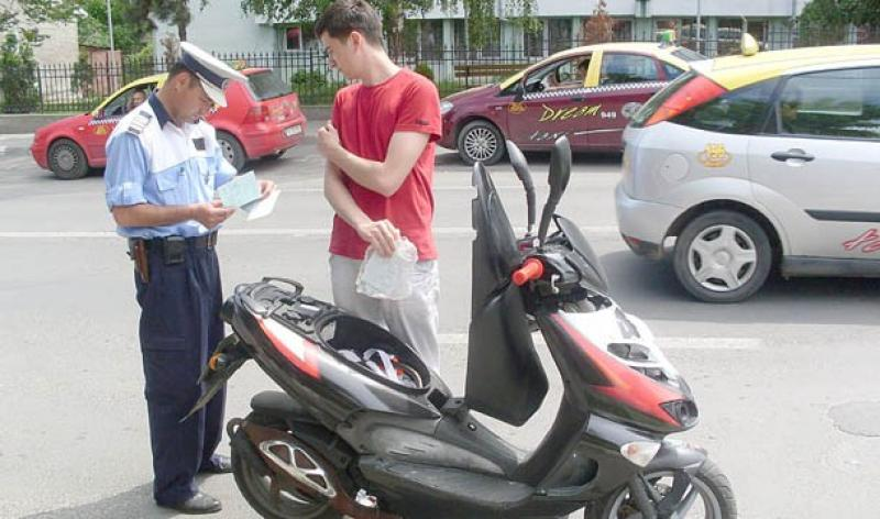 A condus un moped fără permis și sub influența alcoolului