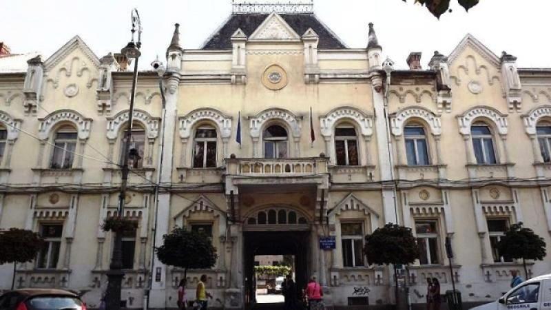 Clădirea Palatului Copiilor şi Elevilor din Arad, scoasă la vânzare