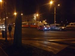 Accident în zona UTA, un microbus lovit de tramvai
