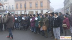 """Protestul comercianţilor din Piaţa Catedralei: """"Vrem alimente, nu monumente"""""""