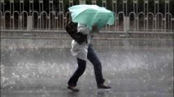VREMEA se va răci ! Ploile, ninsorile şi vântul îşi fac simțită prezența ! VEZI până când ține vremea rea