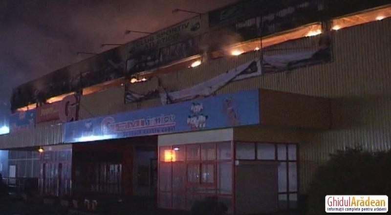 UPDATE-Gemi Center mistuit de flăcări