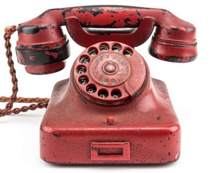 S-a vândut telefonul lui Adolf Hitler!