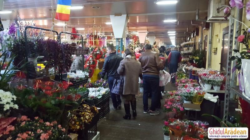 Ai cumpărat flori pentru 8 martie? Nu e târziu, în Piața Mihai Viteazul găseşti flori la prețuri mici față de anii trecuți ! VEZI cât costă o zambilă sau un coşuleț cu flori