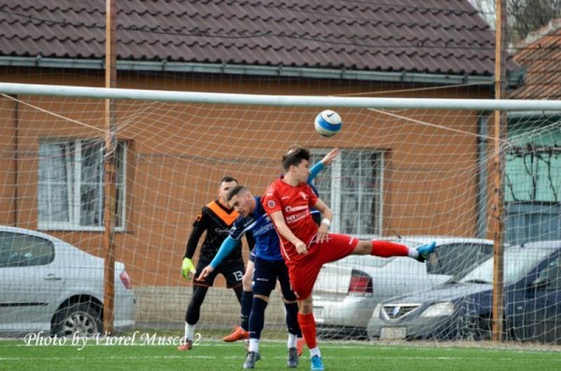 Fotbal LIGA JUDEŢEANĂ a IV-a : UTA III – Crişul Chişineu Cris 0-2 (Galerie FOTO)