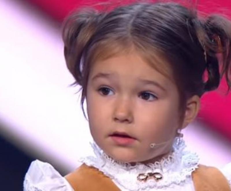 (VIDEO) UIMITOR ! La doar 4 ani vorbeşte fluent şapte limbi străine !