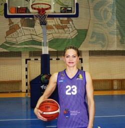 Monica Brosovszky revine pe teren