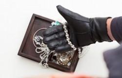 A furat bijuterii