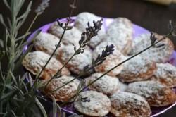 Reţeta săptămânii : Madleneis cu levănţică şi vanilie – de Alina Bucatoş