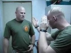 Vezi VIDEO lovitura cu care să te aperi în fața agresorului !