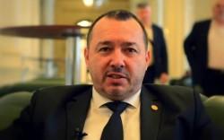 """Mesajul unui deputat PSD către protestatarii din Piaţa Victoriei: """"Pentru ce mai stau acolo ca prostii?"""""""