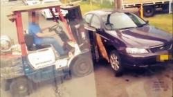 Cum au furat doi tineri o maşină cu motostivuitorul
