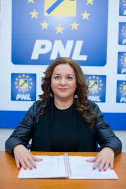 """Geanina Pistru (PNL):  """"Minciunile PSD sunt VIFOR într-un pahar cu apă!"""""""