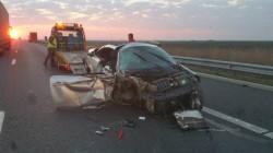 Un Megan condus de un poliţist de frontieră s-a făcut praf pe autostrada Arad-Nădlac (Foto)