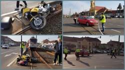 Mototiclist aruncat pe liniile de tramvai de o maşină (Galerie FOTO)
