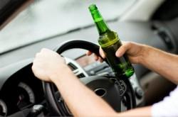 Un tânăr din Arad a furat dintr-un magazin, apoi a condus fără permis