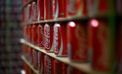 AFLĂ de ce Coca Cola a chemat poliția, după ce a oprit producția !
