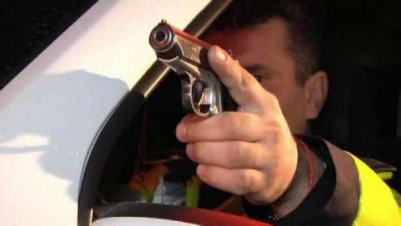 Polițiştii au tras 12 focuri de armă, pentru a opri un şofer băut ! Urmărire ca în filme !