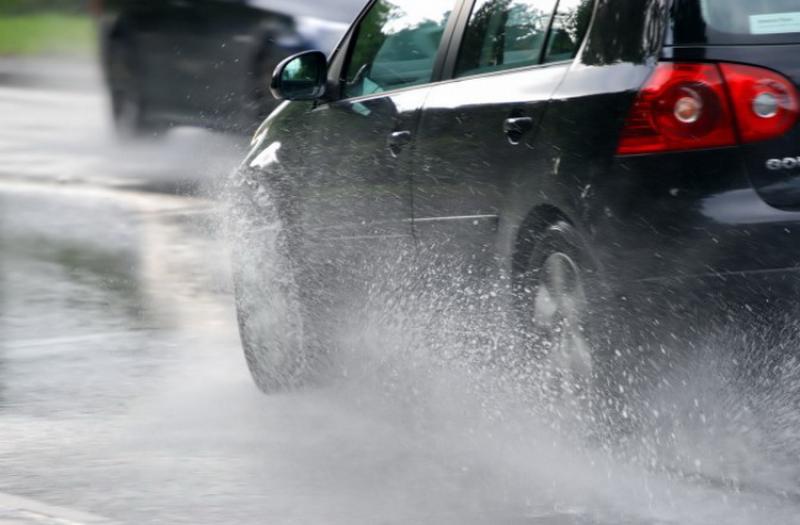 Conduceţi prudent pe timp de ploaie, este recomandarea IPJ Arad