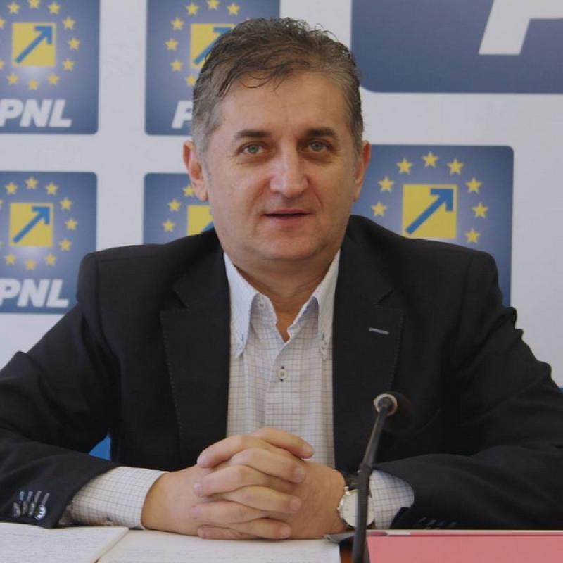 Eusebiu Pistru s-a retras din cursa pentru preşedenţia PNL Arad