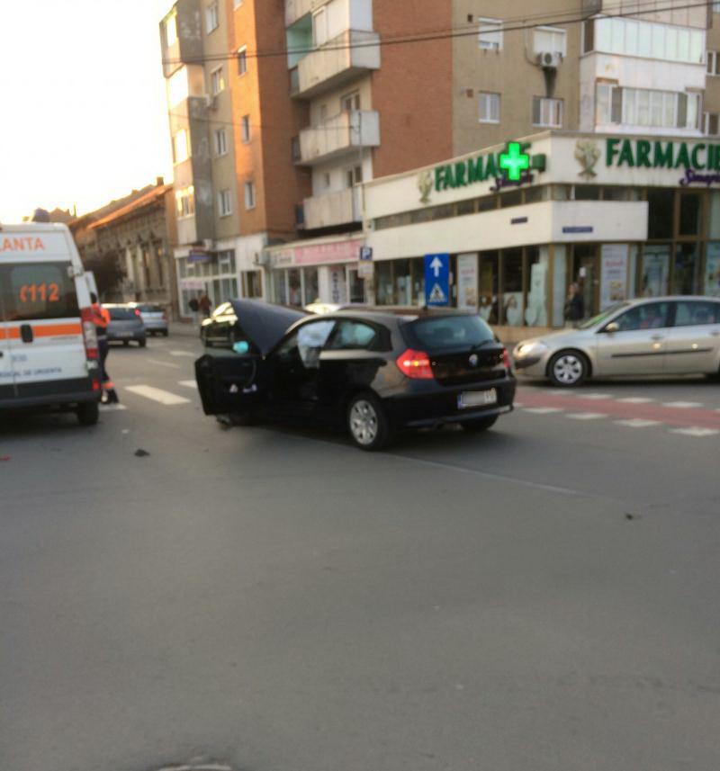 Accident rutier la Piața mică ! Bmw versus Mercedes !