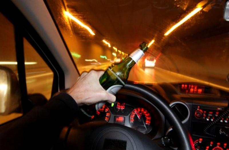 Depistați conducând fără permis și sub influența alcoolului