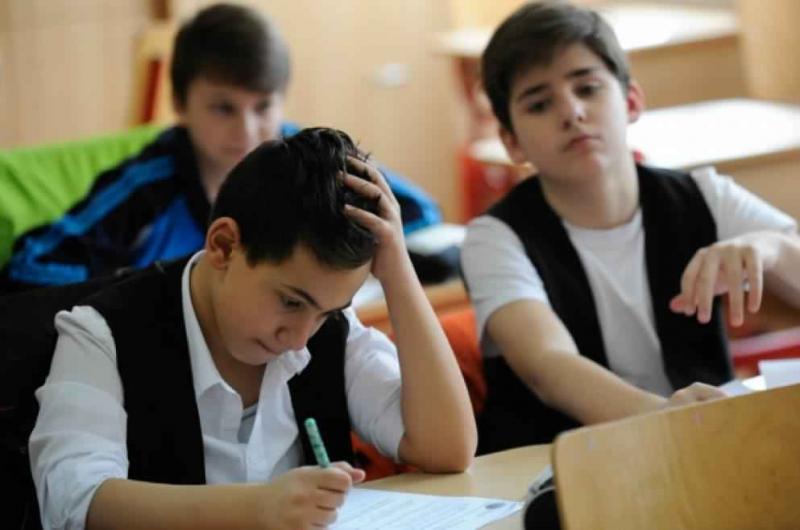 Elevii claselor a IV-a au susținut astăzi proba scrisă la matematică ! AFLĂ când vor fi testați elevii claselor a VI-a !