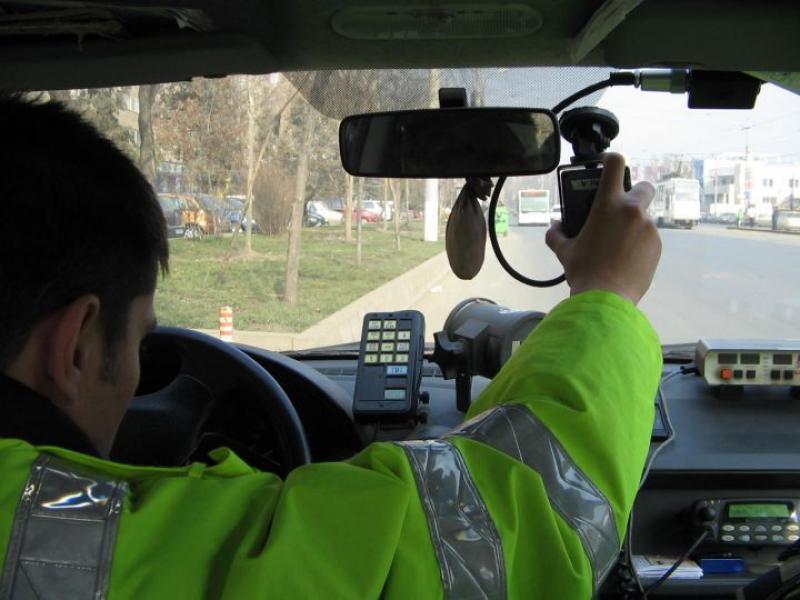 Recordul de weekend la viteză pe şoselele arădene,  oprit de poliţişti