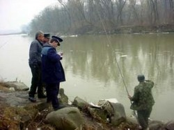 Depistat la pescuit, cu unelte interzise