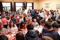 Chef Cezar Munteanu la Cantina Municipală al[turi de 150 de copii