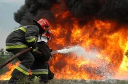 O fabrică de vopsele din Arad a luat foc